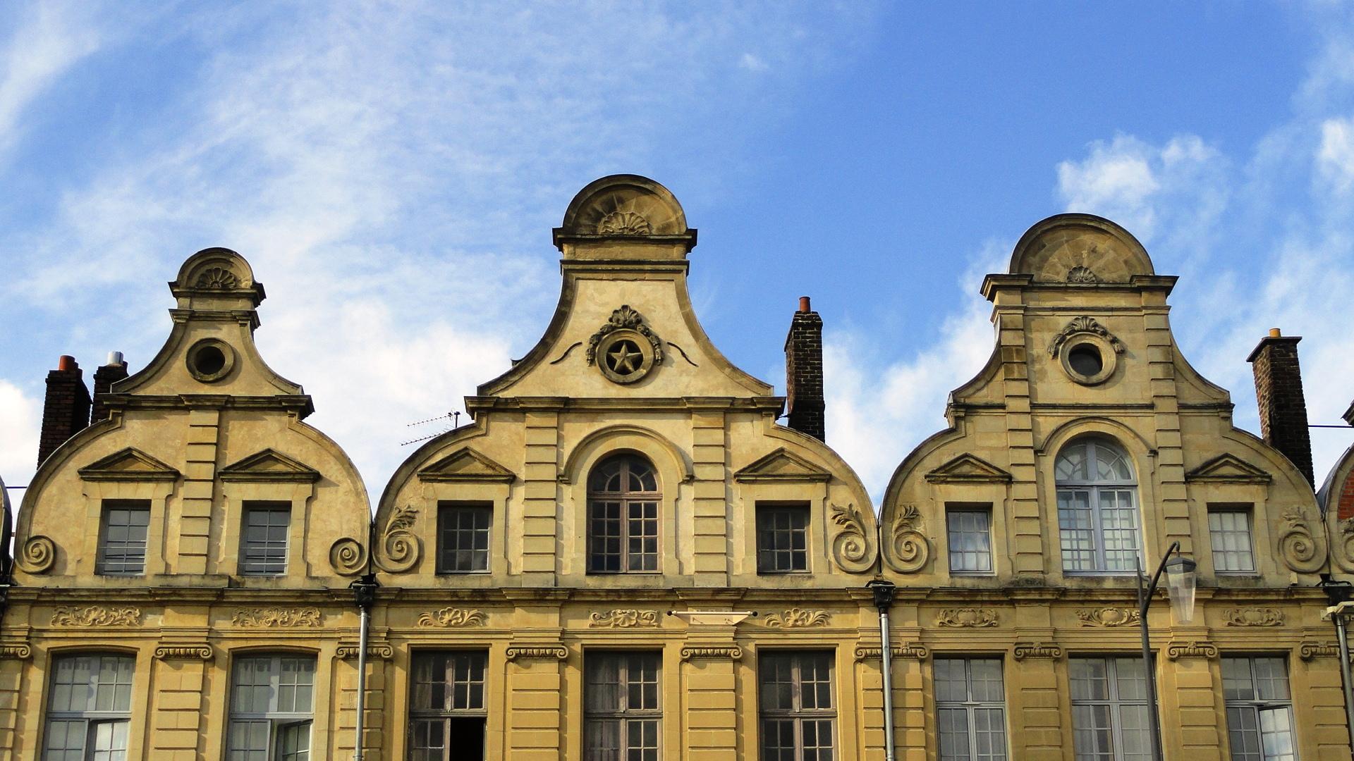 Arras - Place des Héros - Féçades