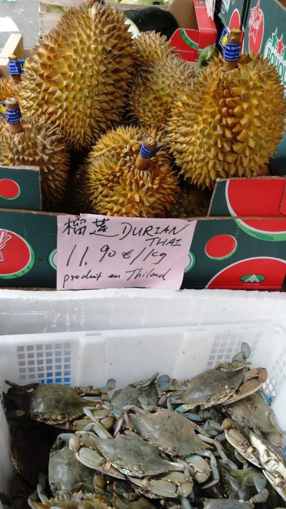 L'Asie rue de Belleville - Étal et fruits bizares