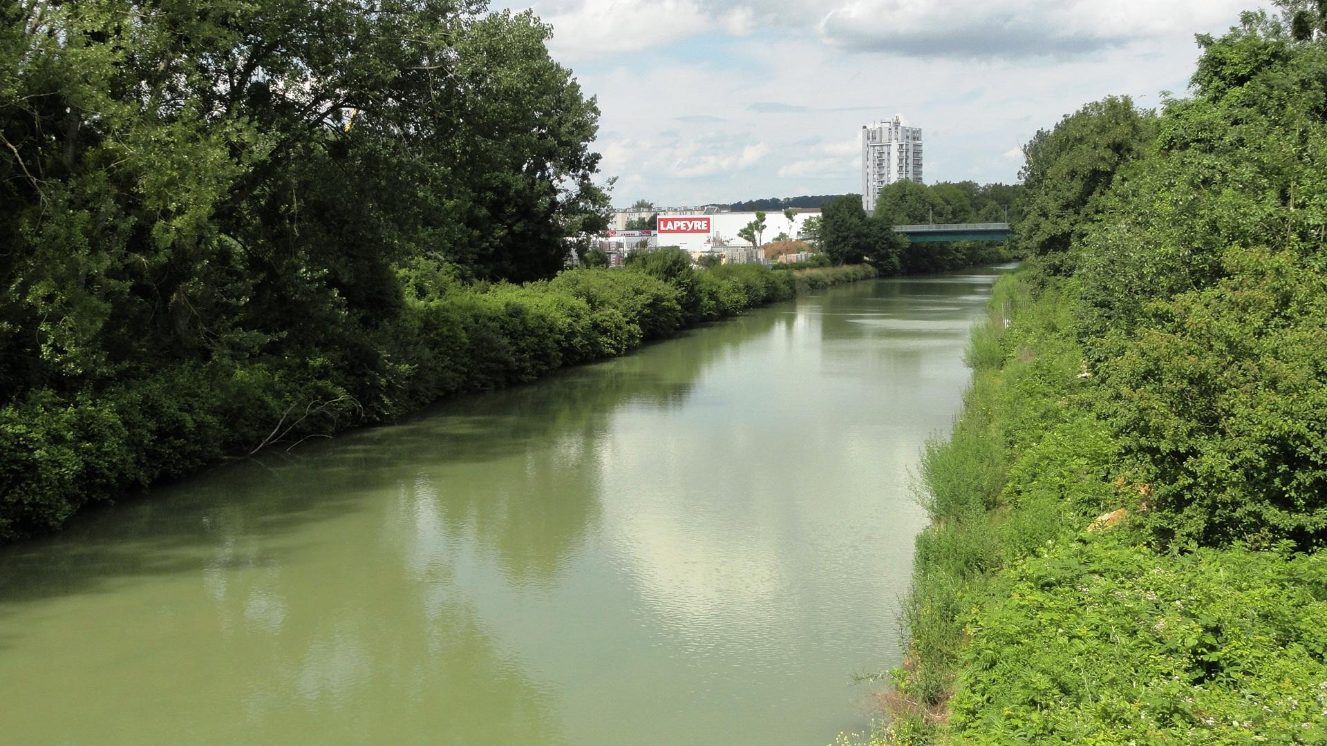La Parc de la Haute Ile - Canal de Chelles et magasin Lapeyre