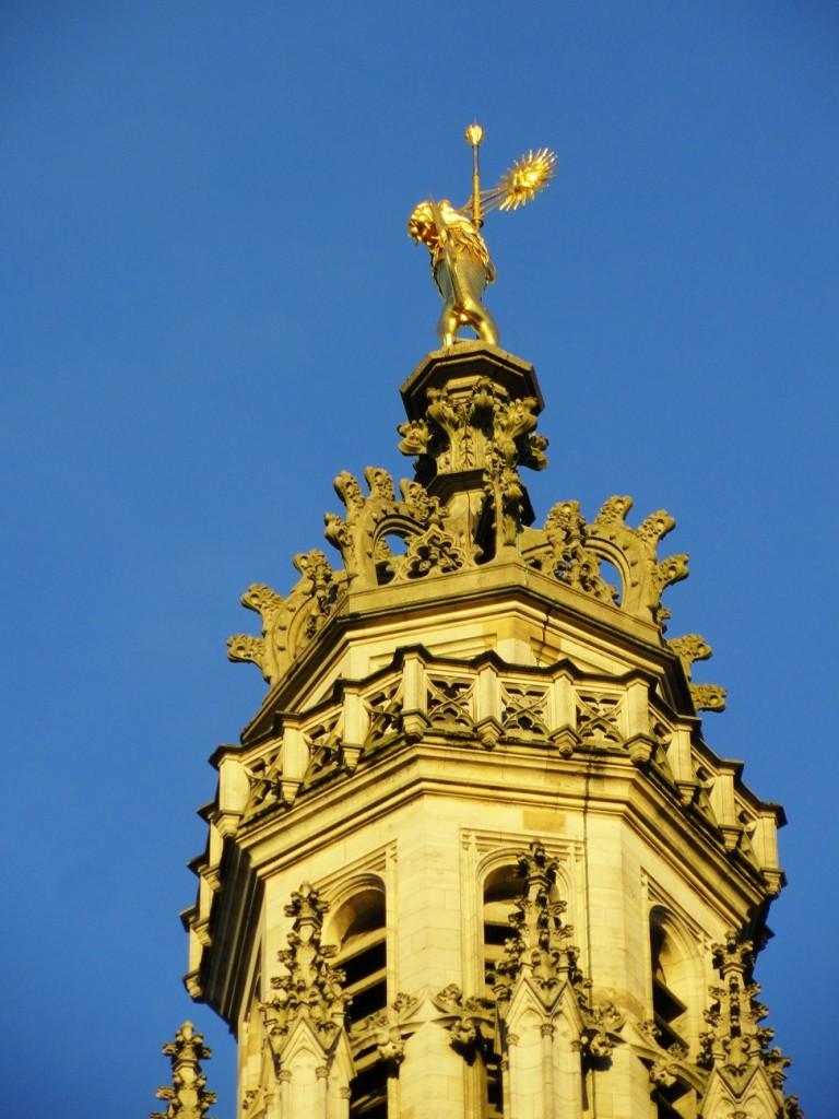 Arras - Place des Héros - Le Beffroi et le Lion