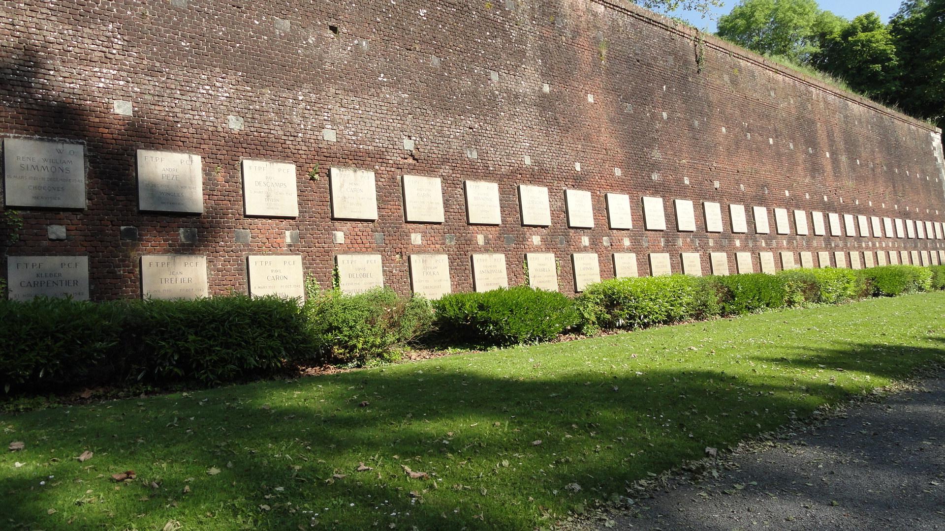 Arras le m morial du mur des fusill s un petit pois for Carrelage nord pas de calais