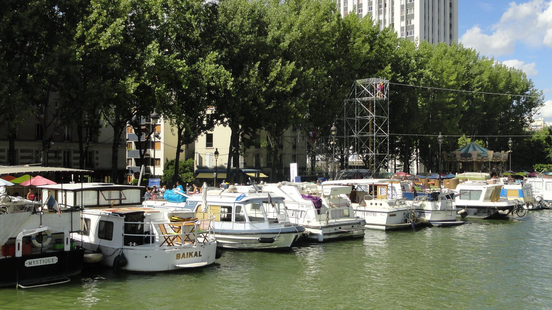 Bassin de la Villette, Bateaux
