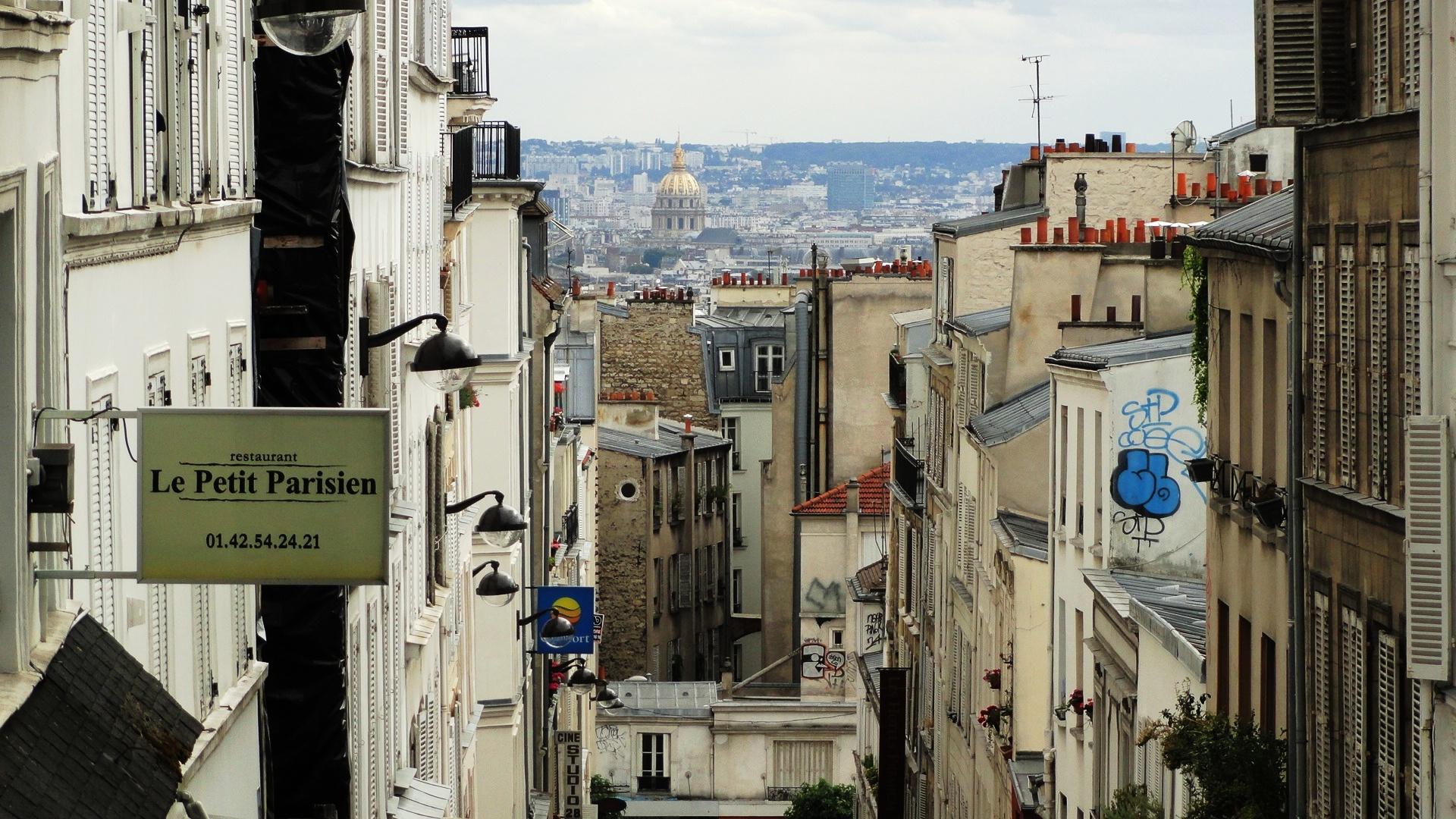 Rue Tholozé - Vue sur le dôme des Invalides
