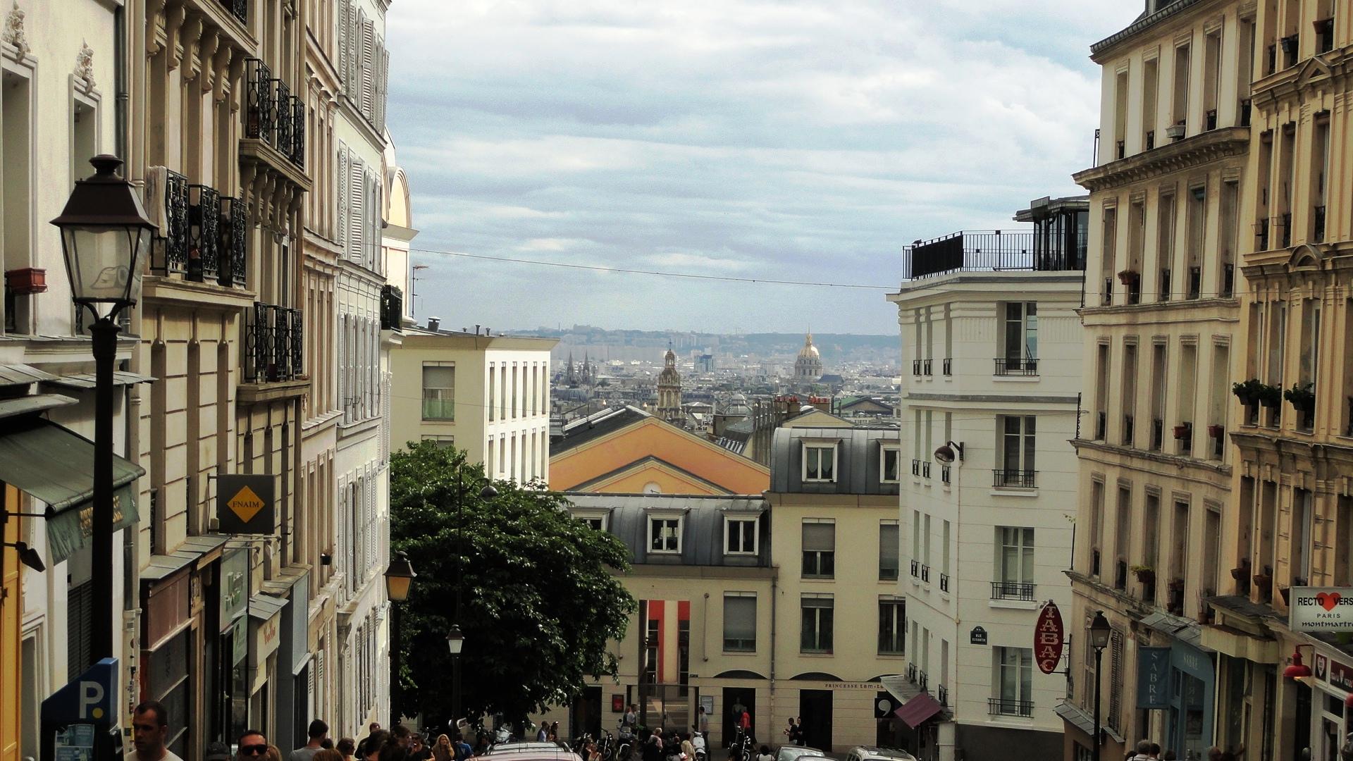 Balade dans Montmartre et les Abbesses  - Vue de Paris depuis la rue Ravignan