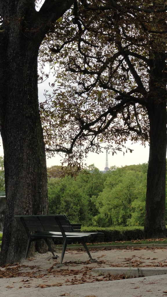 Le cimetière du Père Lachaise - Vue sur la Tour Eiffel