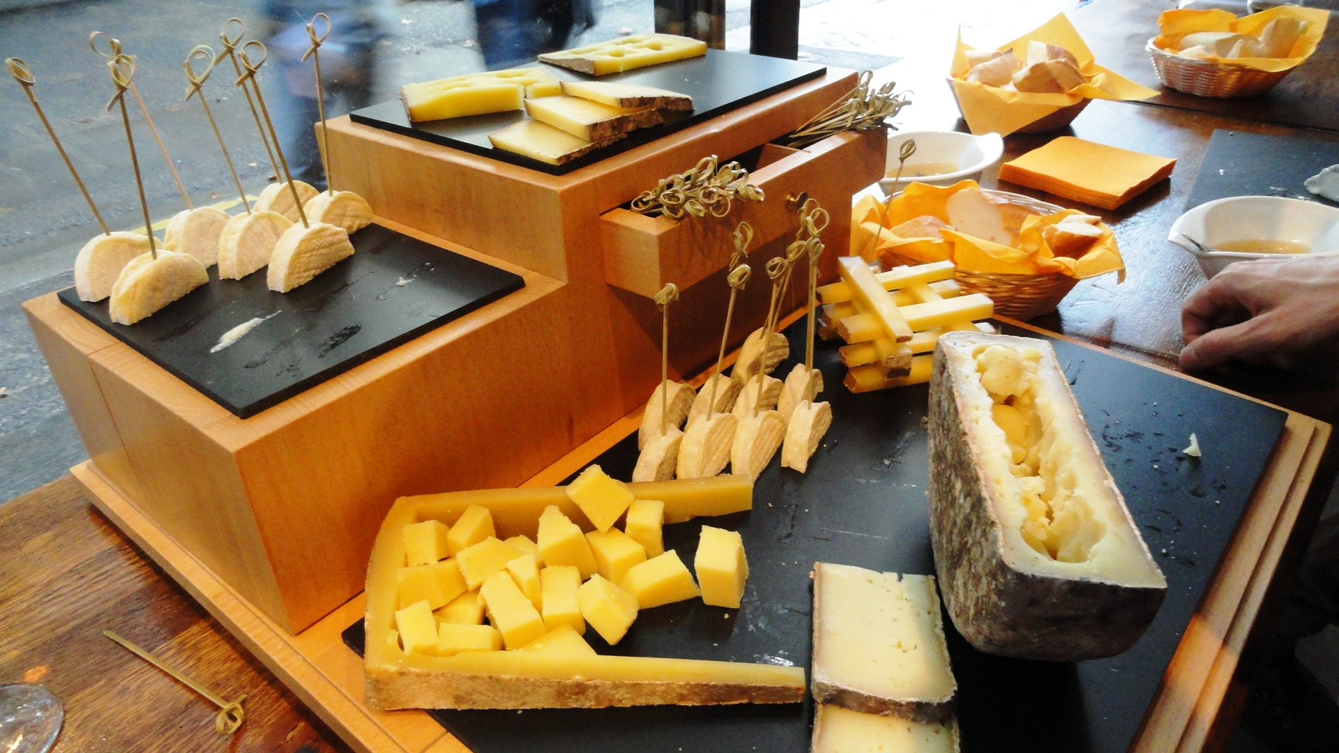 La Vache dans les Vignes, Cave à vin et fromage - Paris, 10e