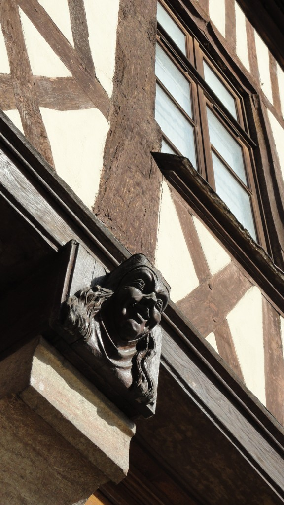 Dijon - La Causerie des Mondes - Détail façade