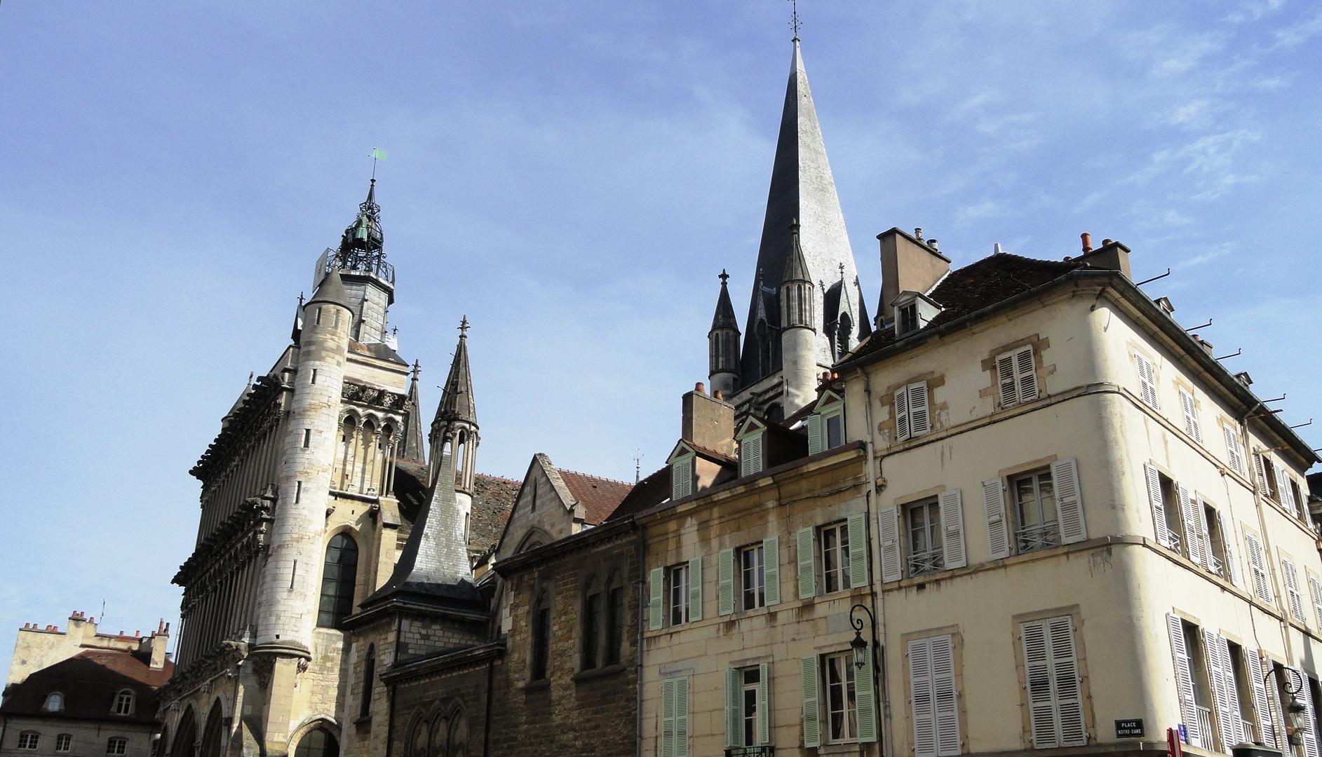 Dijon - Façades, Place Notre-Dame