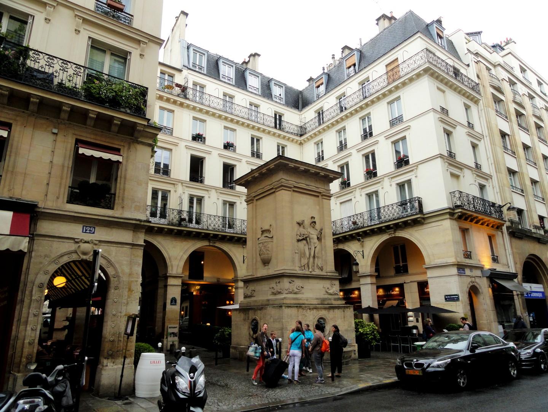 Rue Saint Dominique, Paris 7e - Fontaine de Mars
