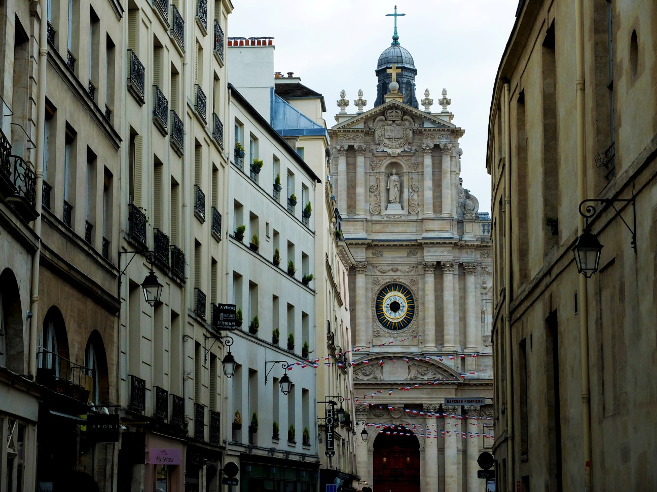 Rue de Sévigné - Vue sur l'Eglise Saint Paul Saint Louis