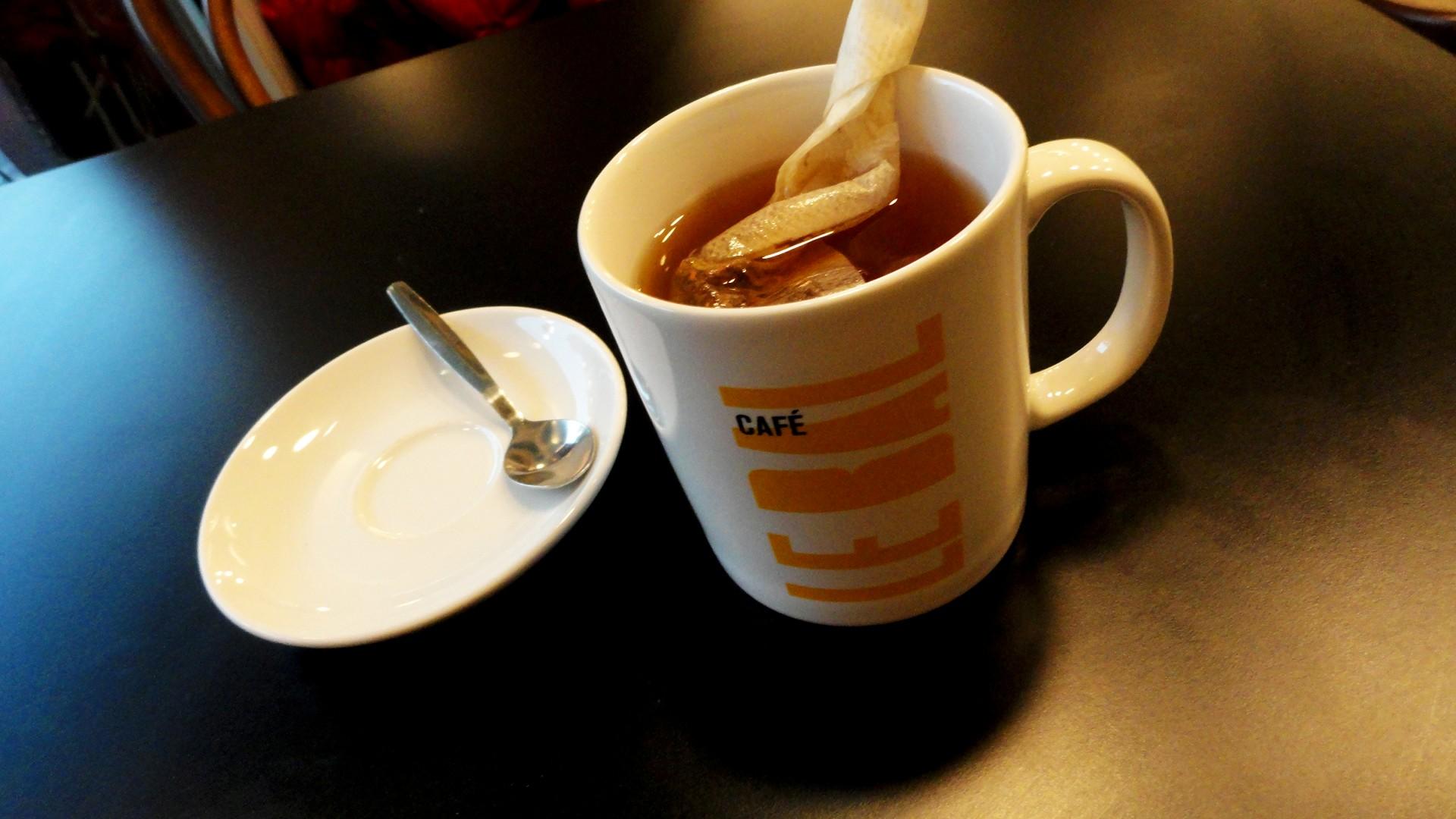 Balade le long de la Petite Ceinture (17e et 18e) - Un thé au BAL Café