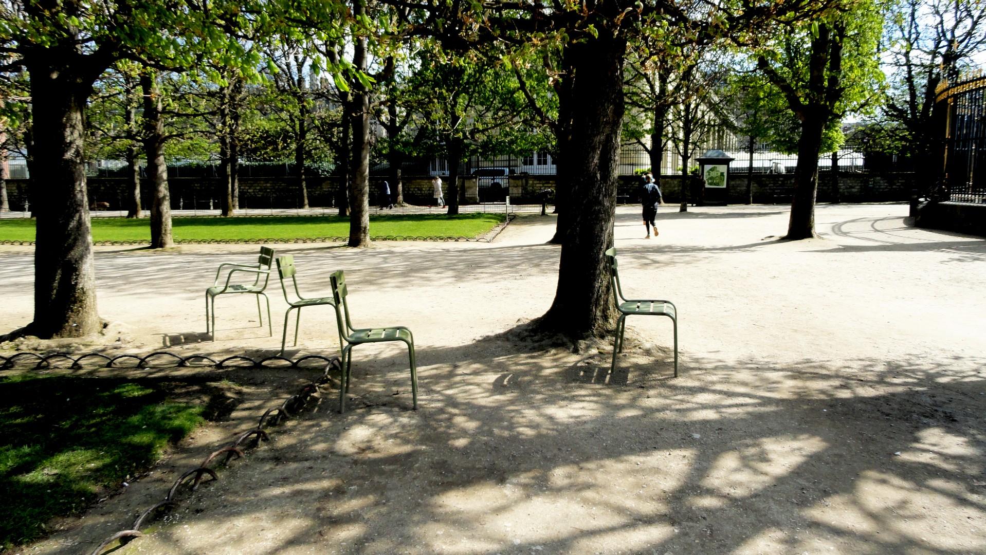 L 39 absence morceaux de paris un petit pois sur dix - Chaise jardin du luxembourg ...