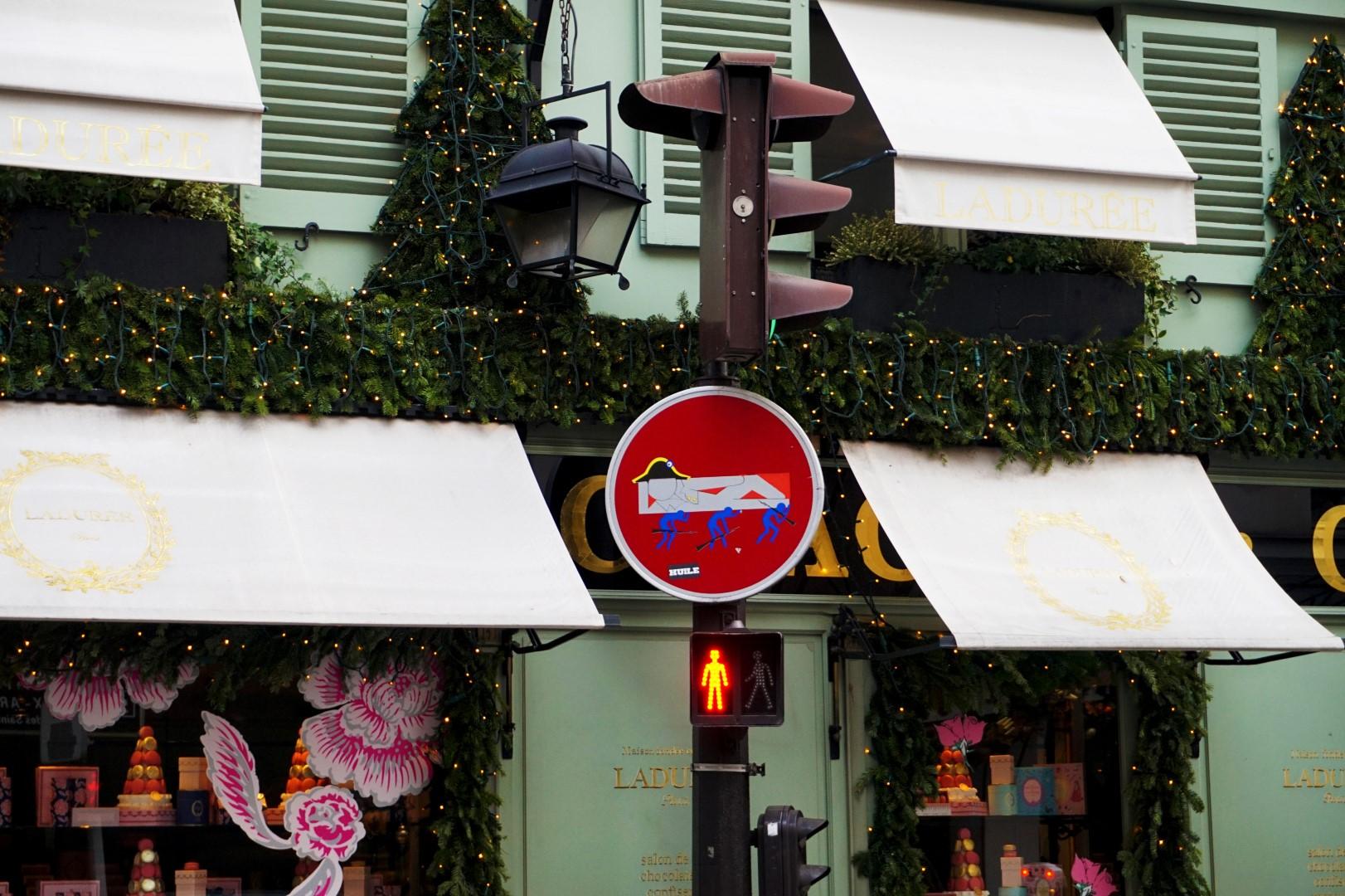 Carrefour rue Bonaparte, rue Jacob - Paris 6e - Ladurée