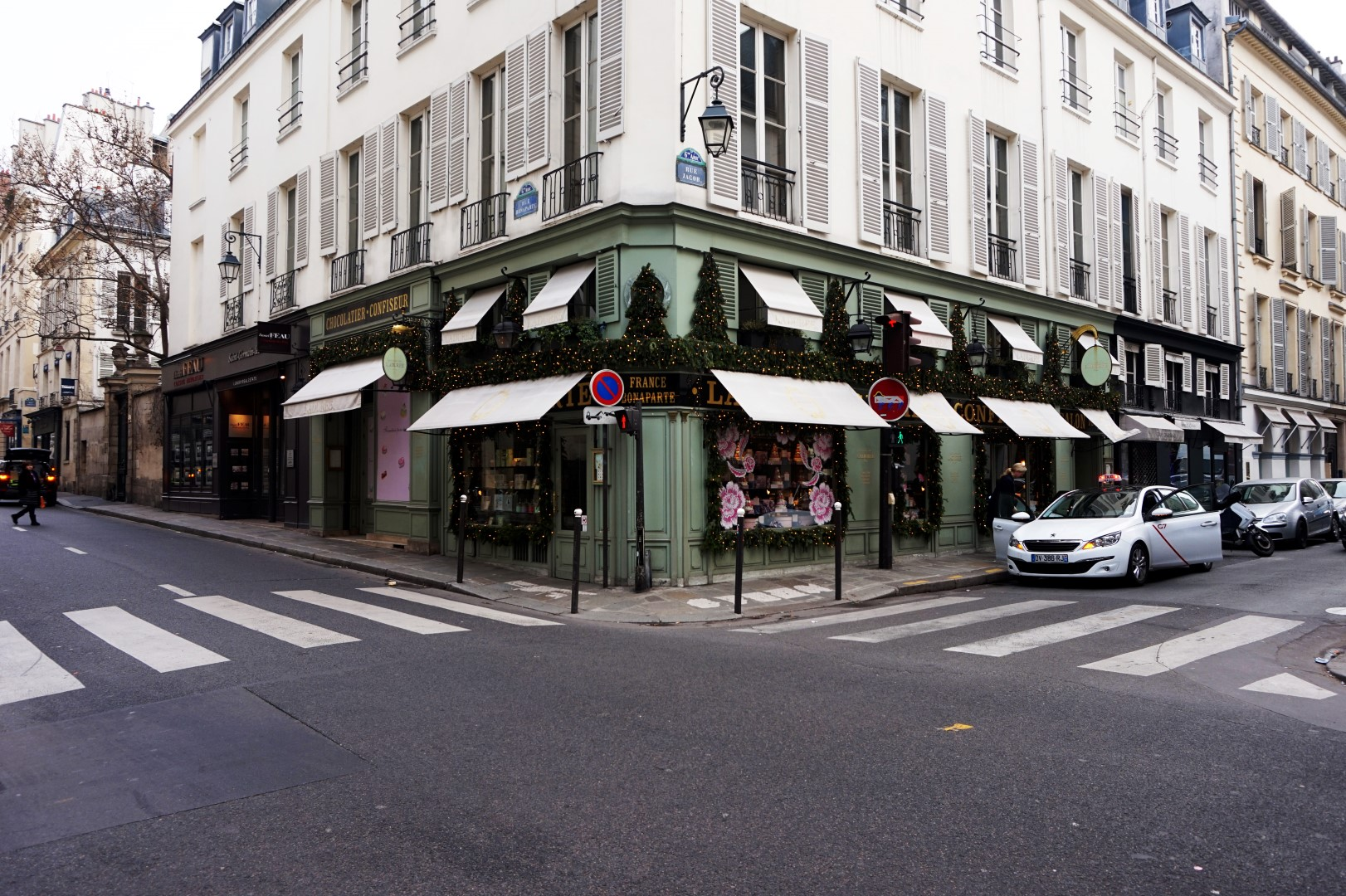 Carrefour rue Bonaparte, rue Jacob - Paris 6e - Ladurée