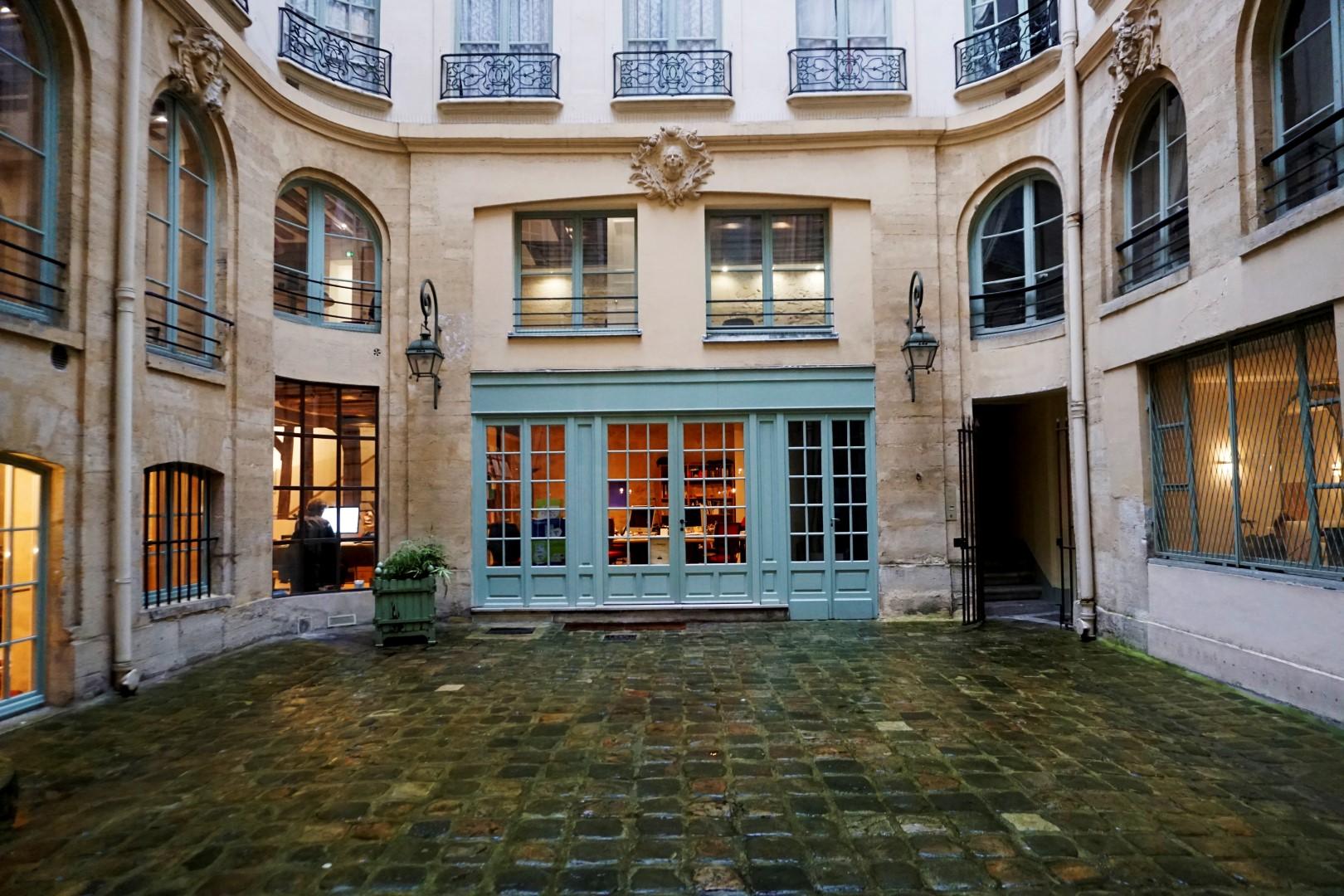 Balade dans les 6e et 7e arrondissements, en attendant Noël - Rue Saint André des Arts, cour privée