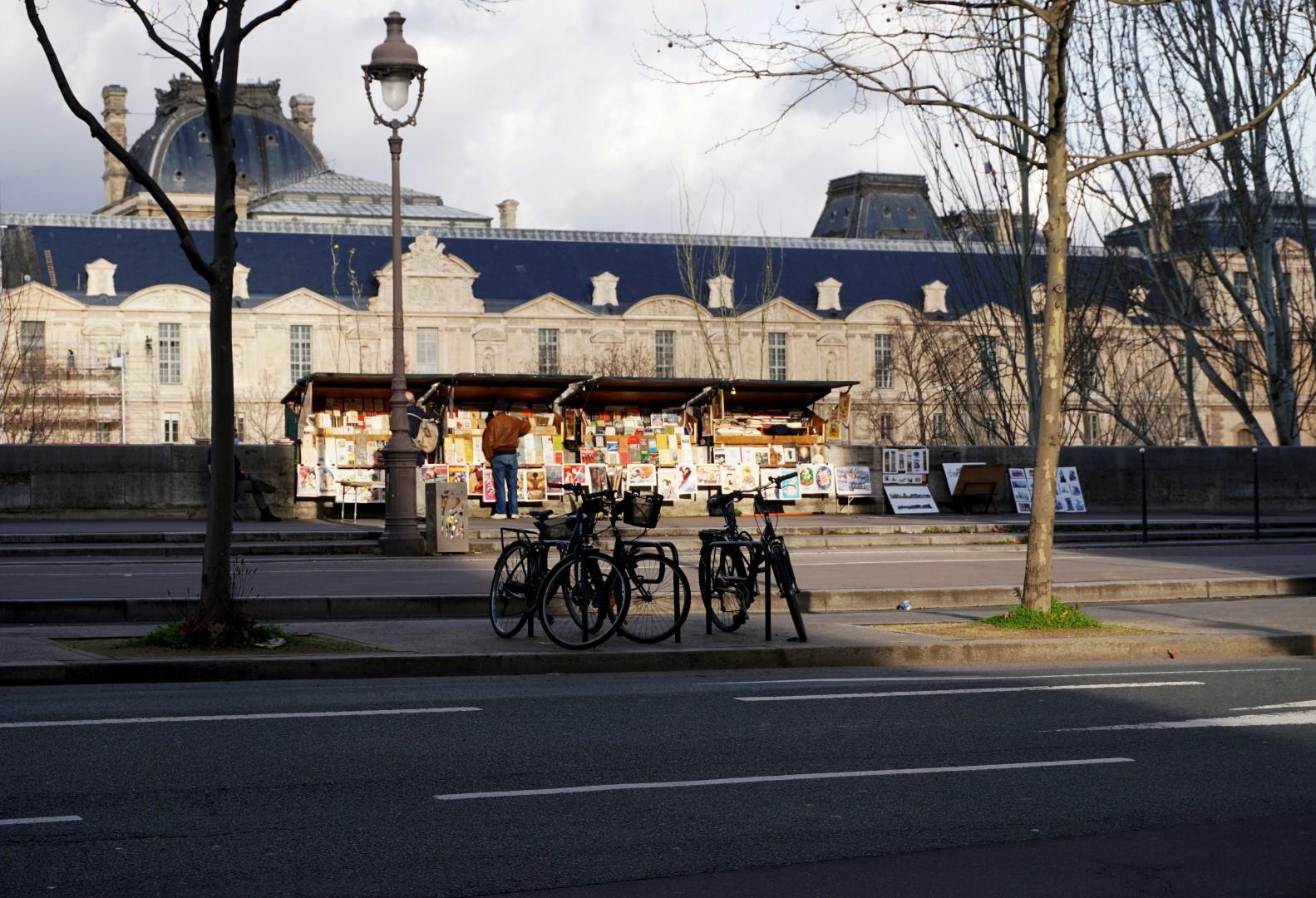 Balade dans le 7e arrondissement de Paris | de Saint Germain des Près au quartier du Gros Caillou - Quai Voltaire, bouquinistes