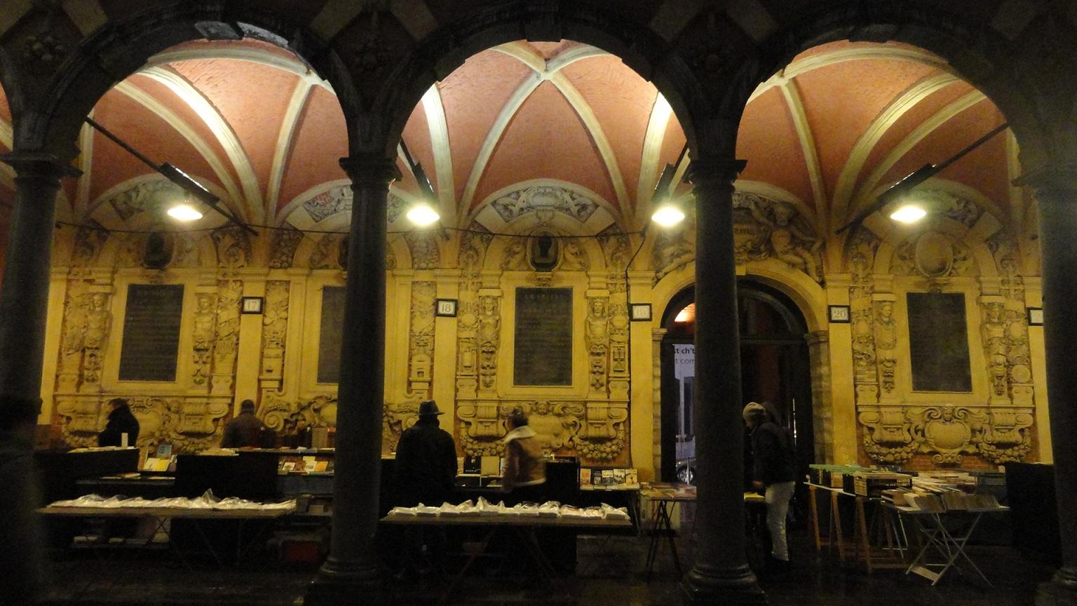 Lille - La Vieille Bourse et ses bouquinistes