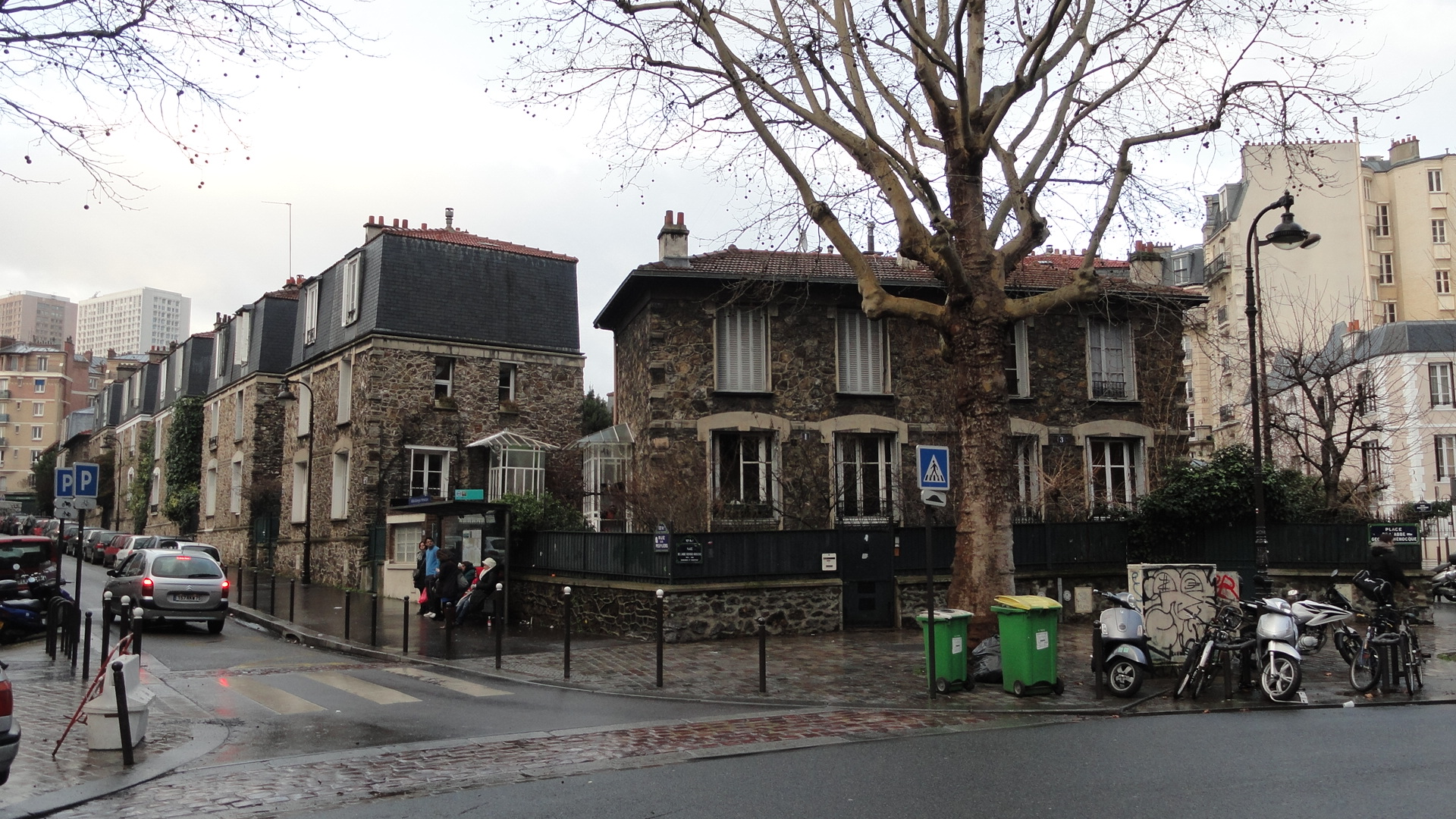 Place de l'Abbé Georges Hénocque, Maisons en Meulières