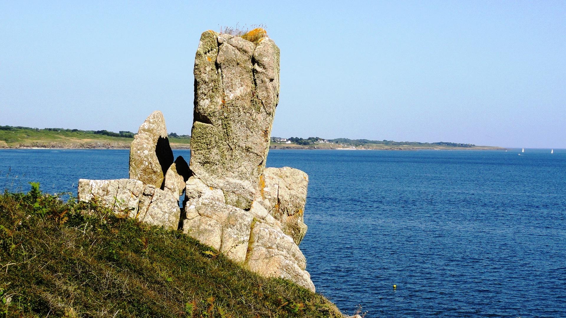 """La côte entre Port Manech et la plage de Rospico - """"Le doigt de Dieu"""""""