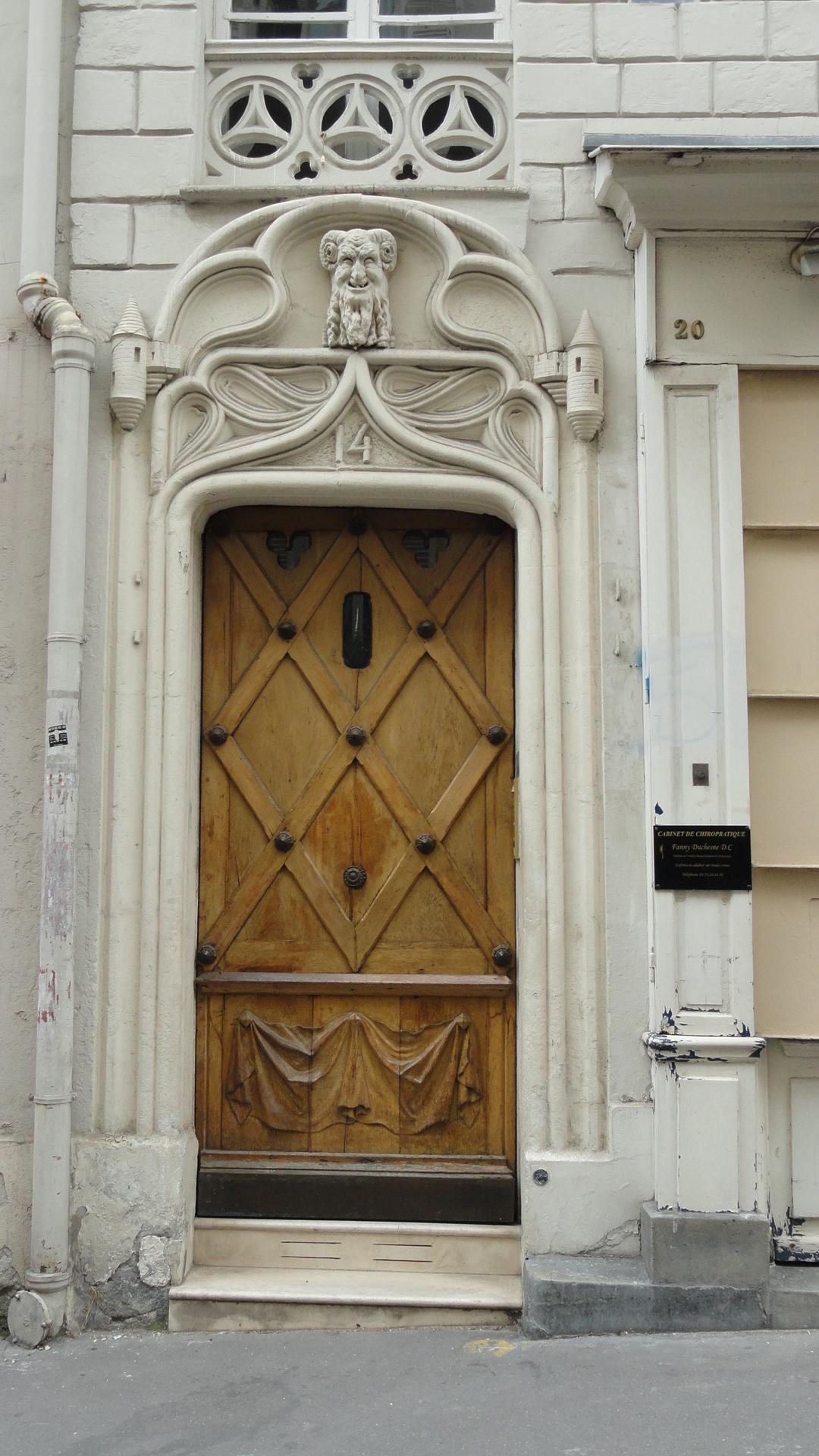 Balade dans Montmartre et les Abbesses  - Porte du n°14 rue Durantin