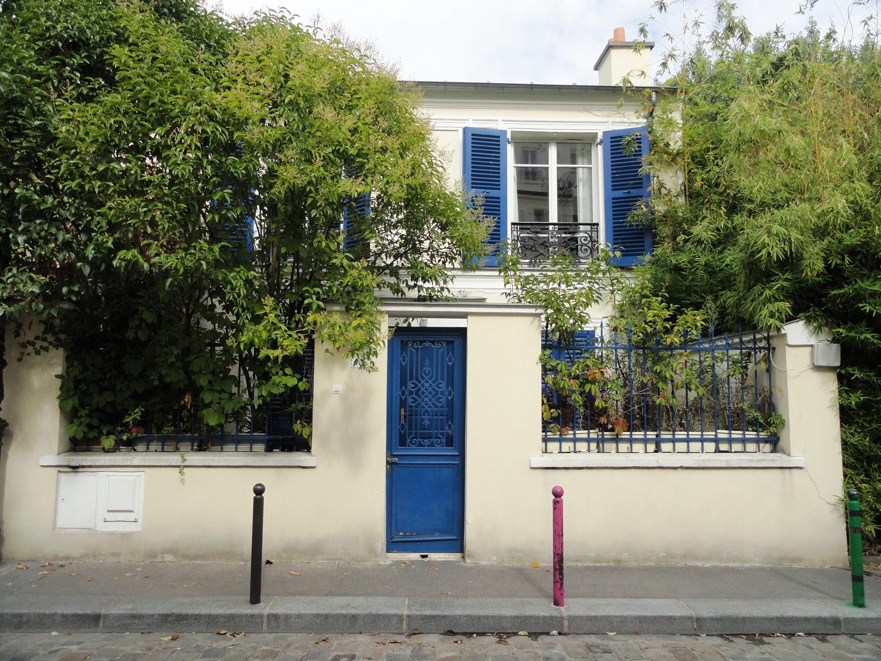 Cité Bauer, Paris 14e - Maison aux volets bleus