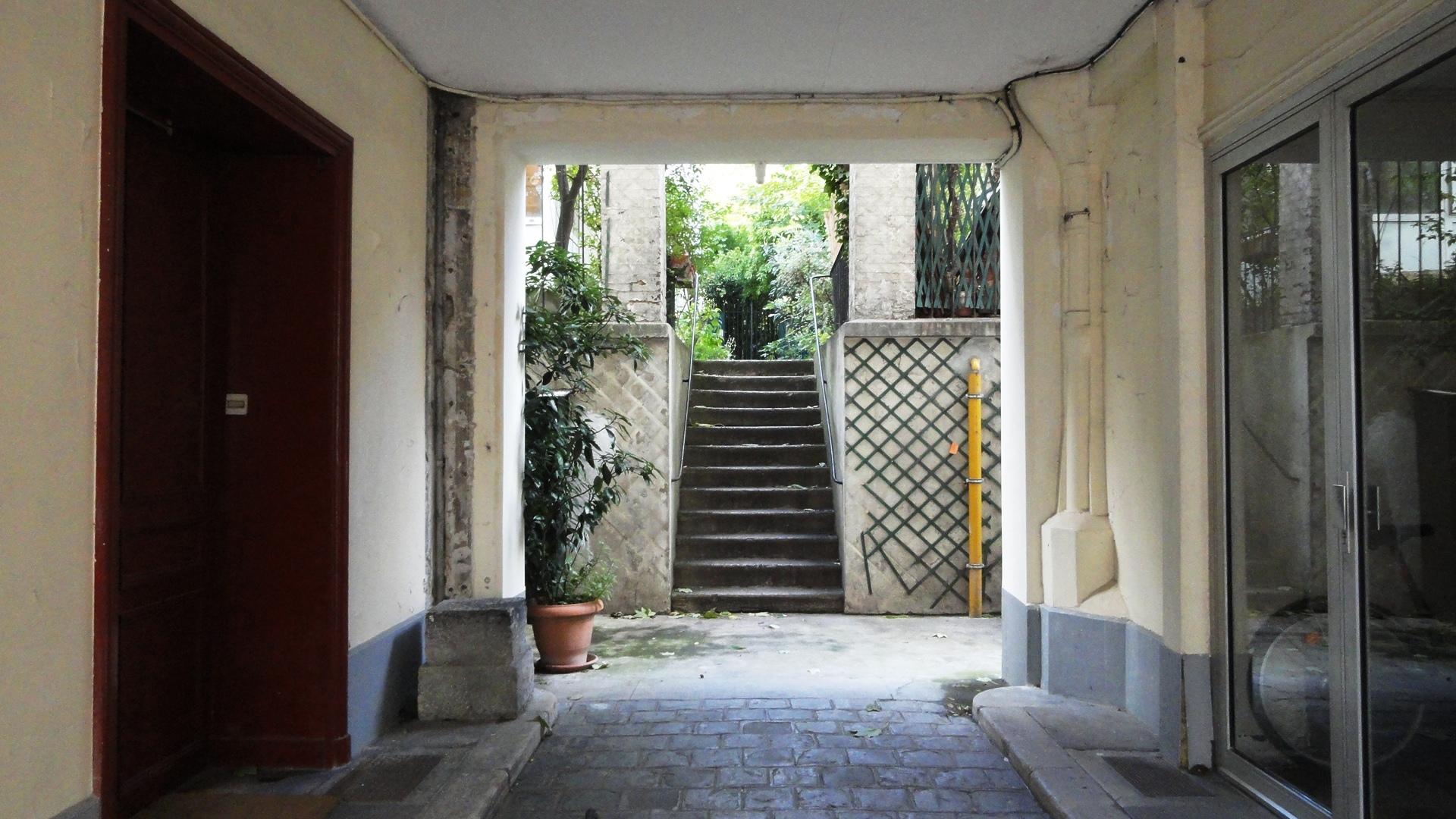 83 rue de Bagnolet - Arrière cour et escalier