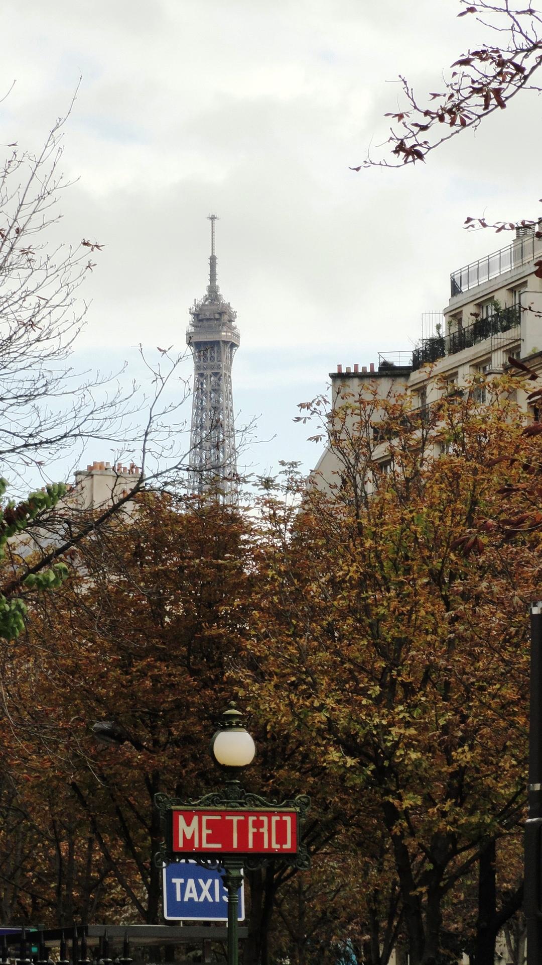 Station Métro Rue de La Pompe, Paris 16e - Tour Eiffel