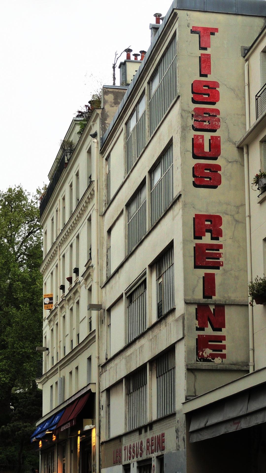 Marché Saint Pierre, Paris 18e - Magasin Reine