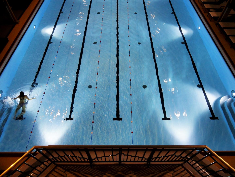 Exposition Under The Wave à la piscine Molitor