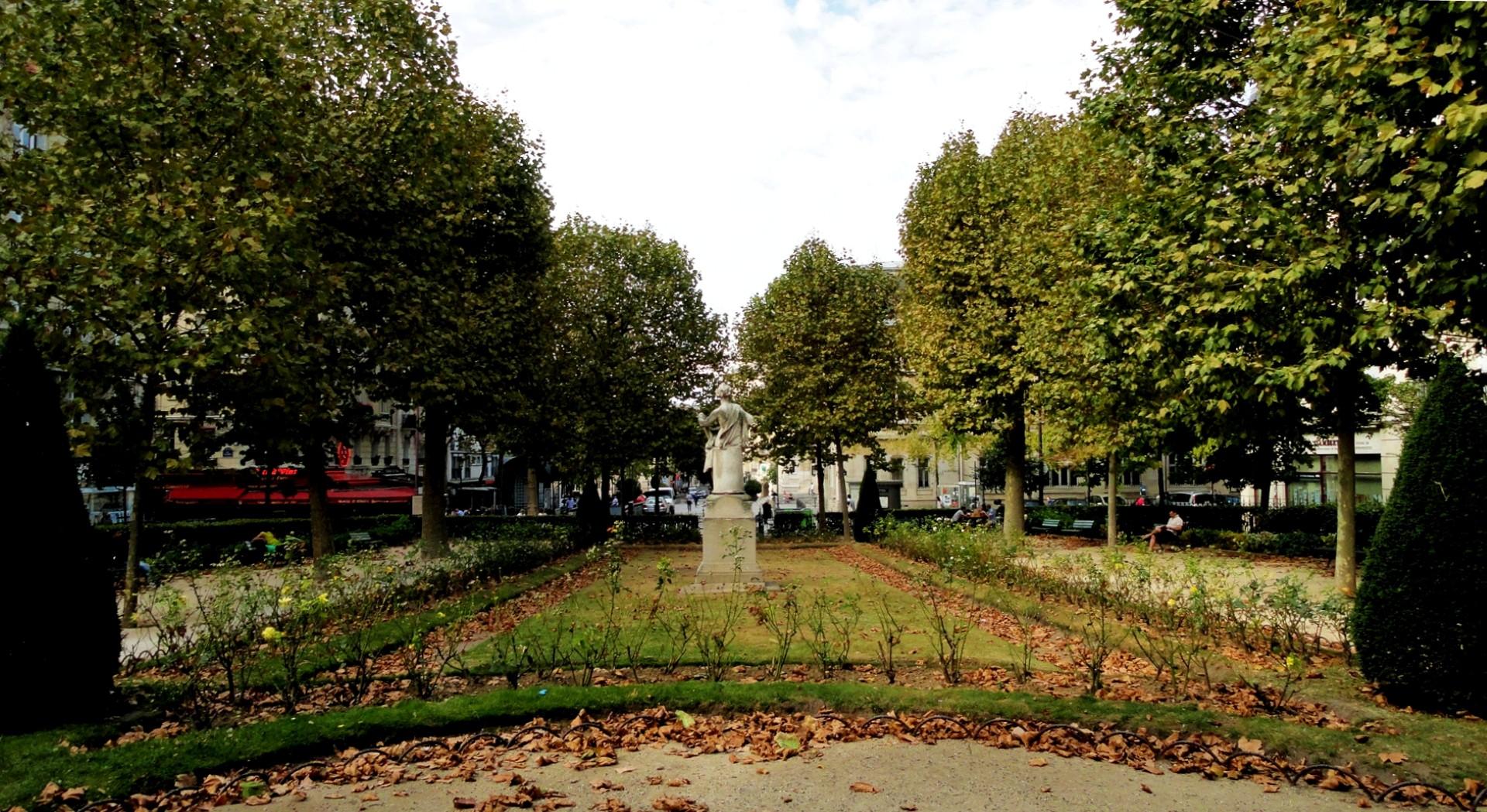 Balade dans le 15e - Place Adolphe Adolphe Chérioux