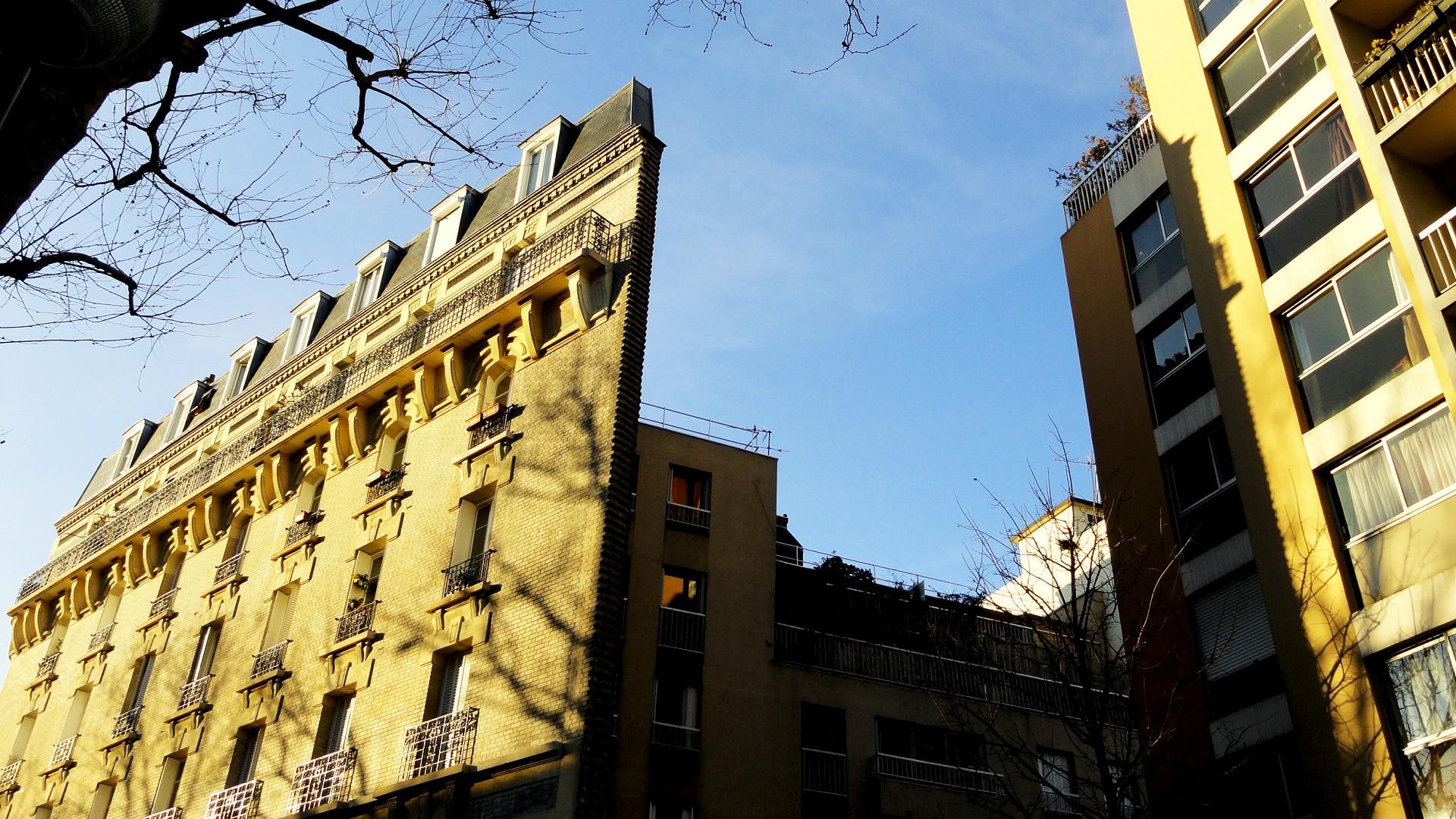 Balade le long de la Petite Ceinture (17e et 18e) - Façade rue Leibniz