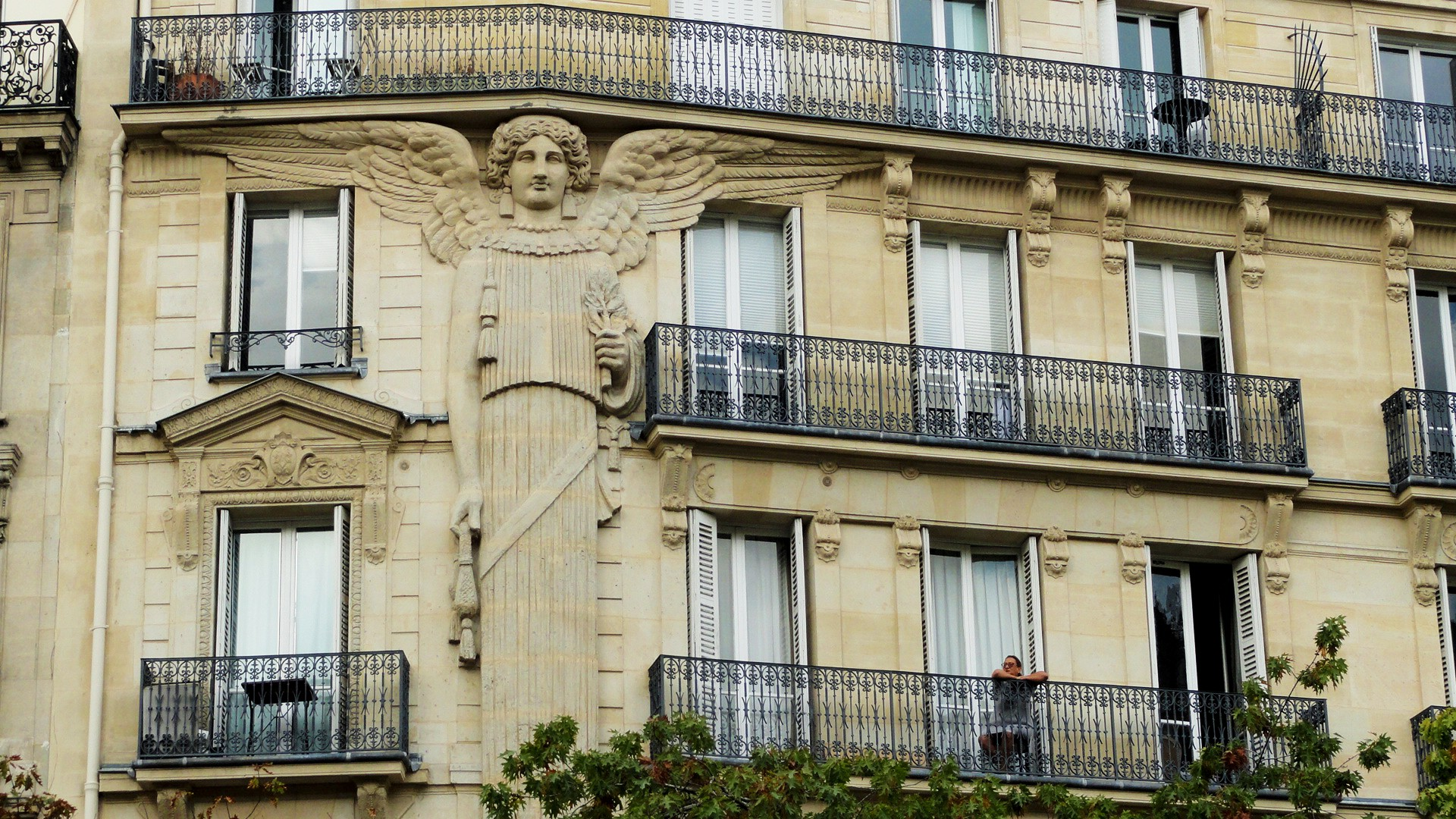 Balade dans le quartier Arts et Métier (3e) - Rue de Turbigo - L'Ange