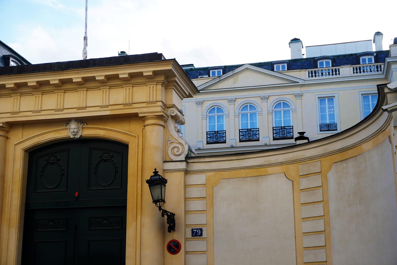 Balade dans le 7e arrondissement de Paris | de Saint Germain des Près au quartier du Gros Caillou - Hôtels particuliers rue de Grenelle